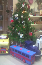 Photo: More original interesting colourful wooden toys around the xmas tree, repleat with small hanging gifts & parcels, at the Joseph Banks Centre on the West side of town, the centre employing some disabled who would otherwise be at loose ends on the public purse.