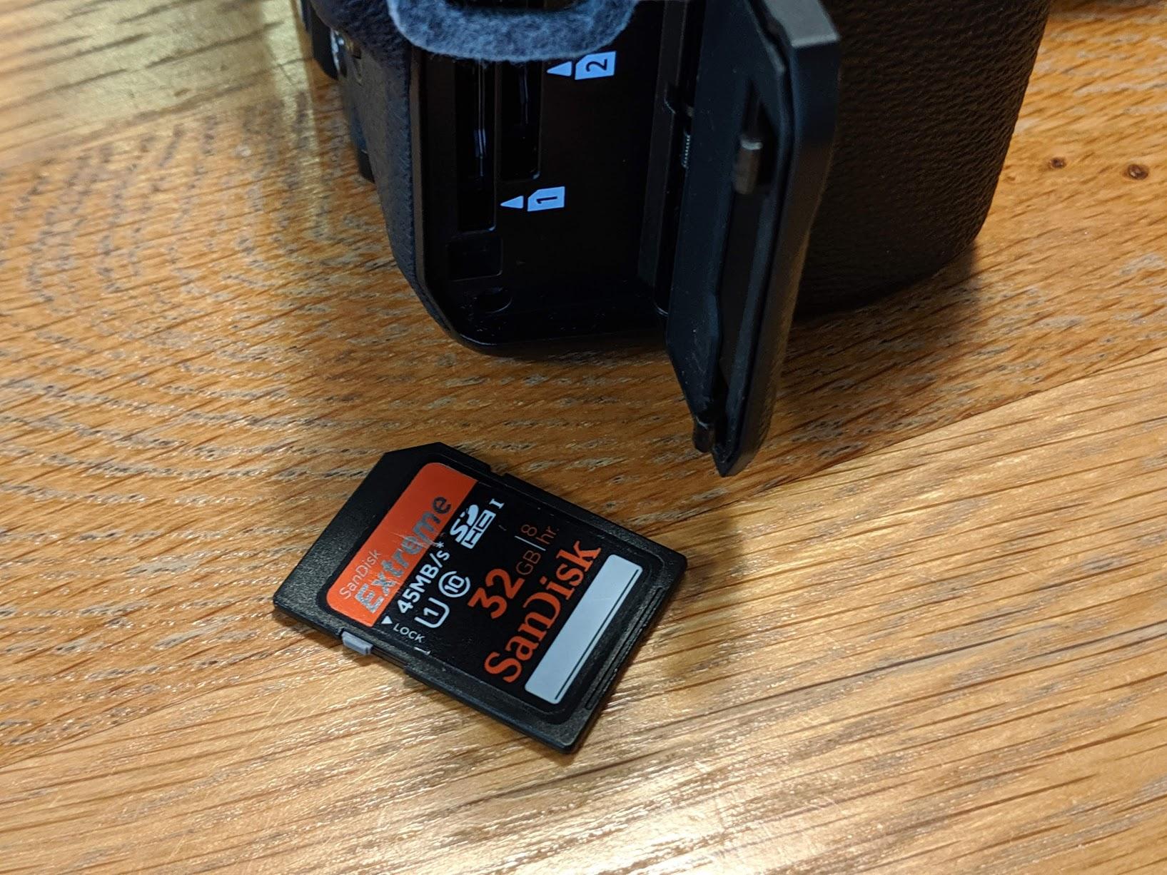 SDカードをX-H1に入れます