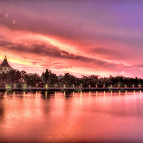 Sunset in Sarawak River by Edwin Ng - Landscapes Sunsets & Sunrises ( waterscape, set, kuching, sarawak, sun, river )