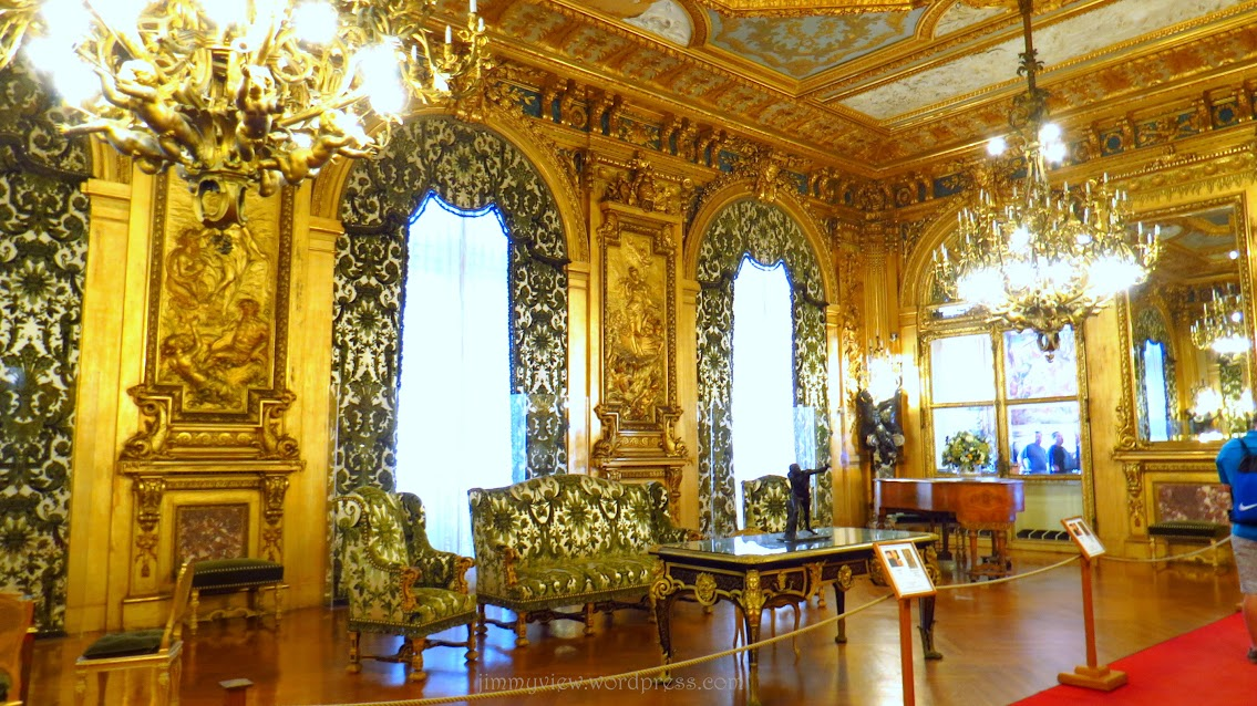 I think this is one of the entertainment room. Its entirely coated with gold! Sheer opulence.
