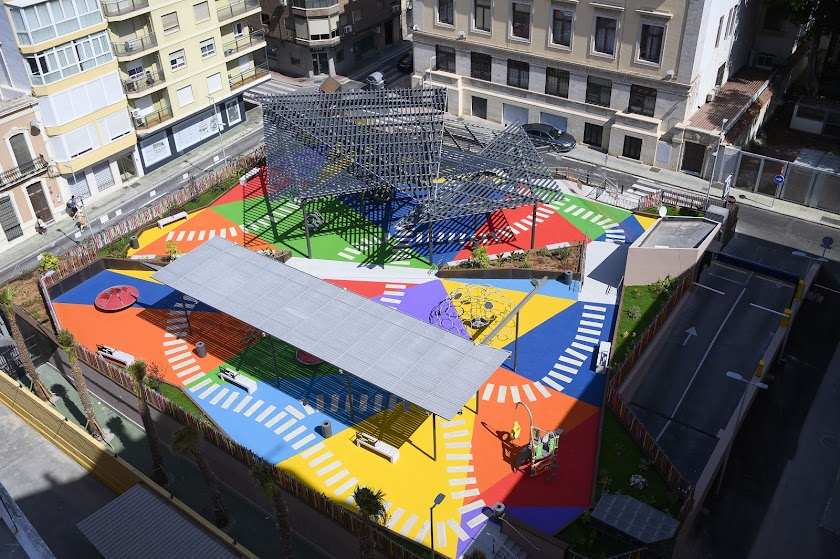 La Plaza López Falcón, convertida en espacio de ocio para los niños