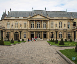Attractions in Marais