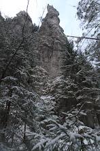 Photo: Okolo mňa sa týčia strmé skalné steny a rôzne štíhle veže
