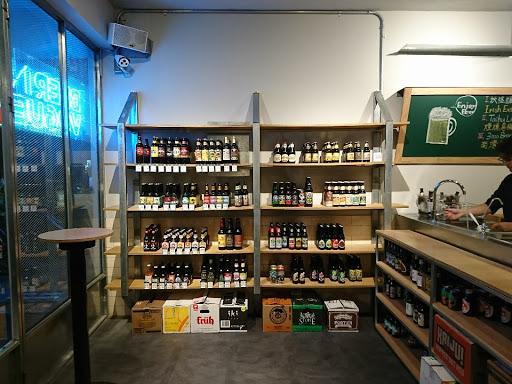 超級棒的空間, 喝酒、辦活動都非常適合! 一定要玩問老闆啤酒的知識喔!