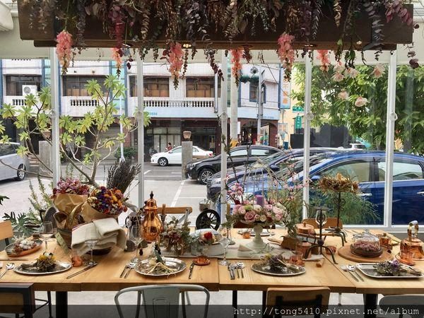 [ 彰化員林 ] 關於餐桌About Tables,有一張超美餐桌的義式餐廳,希拉餐廳相關企業,餐點價格親民 ( 家庭聚餐 / 朋友聚會 / 義式 / 義大利麵 / 披薩 / 燉飯 )