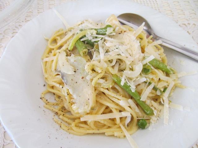 Спагети (или фетучини) със зеленчуци и лимонов сметанов сос