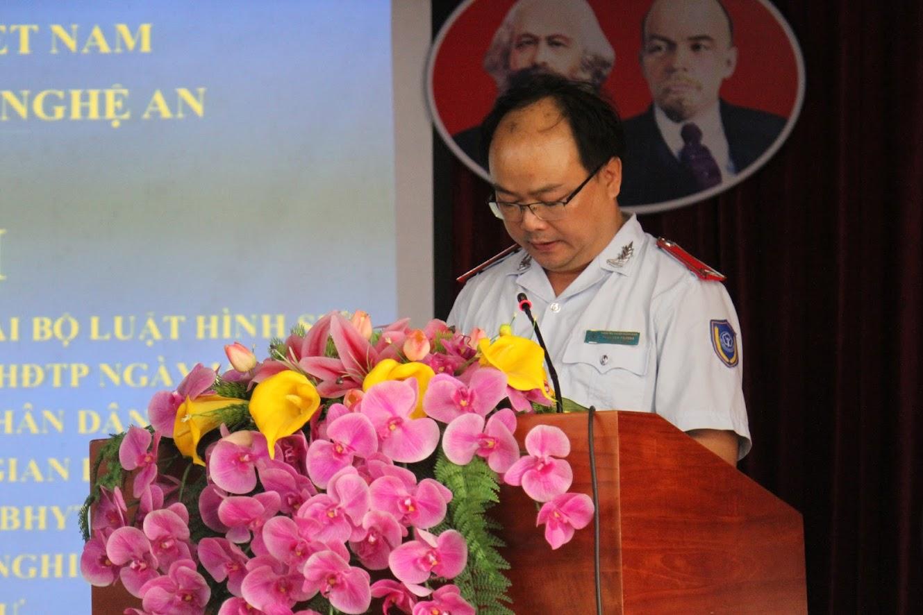 Ông Trần Văn Phương, Trưởng phòng Thanh tra - Kiểm tra BHXH tỉnh báo cáo tình hình vi phạm pháp luật về BHXH, BHYT, BHTN trên địa bàn tỉnh