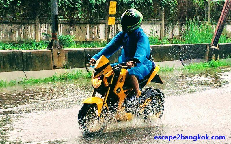 タイ・バンコクでバイク