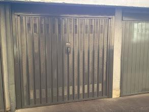 Photo: Porta basculante per garage verniciata