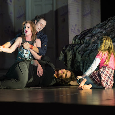 Distractions & indifference: Opera Omaha's Medea