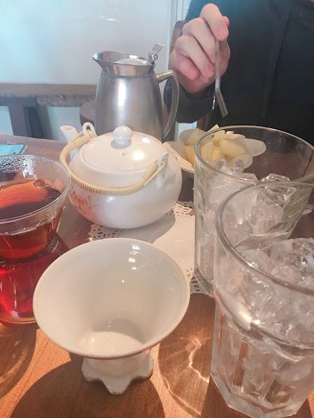 餐點好吃,阿里山紅茶很隆重