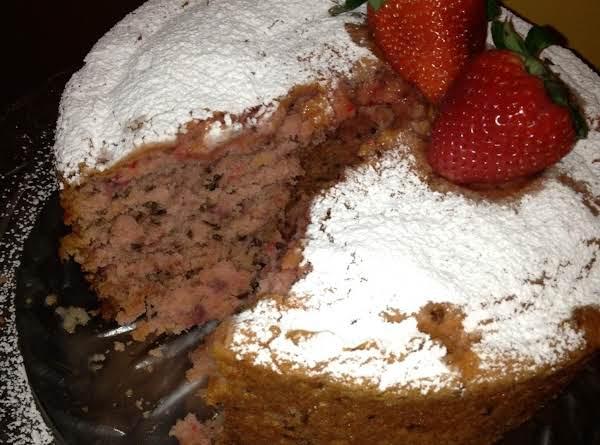Strawberry Cake Deluxe