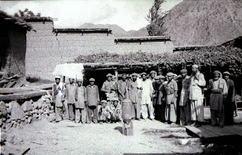 Photo: Yunus Khalis mujahideen in Sao village by the river