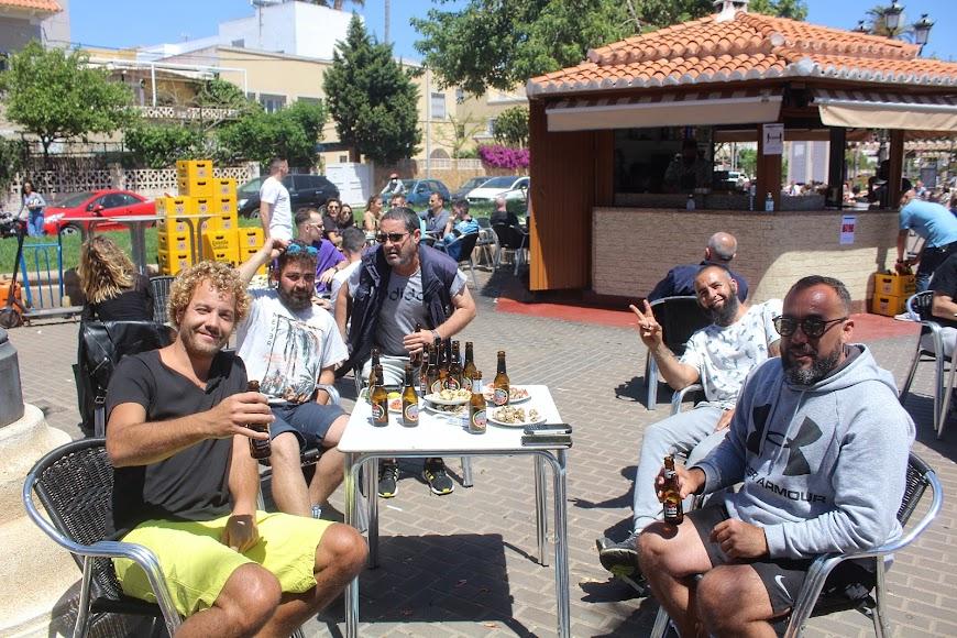 El kiosko Lengüetas, en la Plaza España de Ciudad Jardín, los almerienses disfrutando de los bares en la Fase 1.