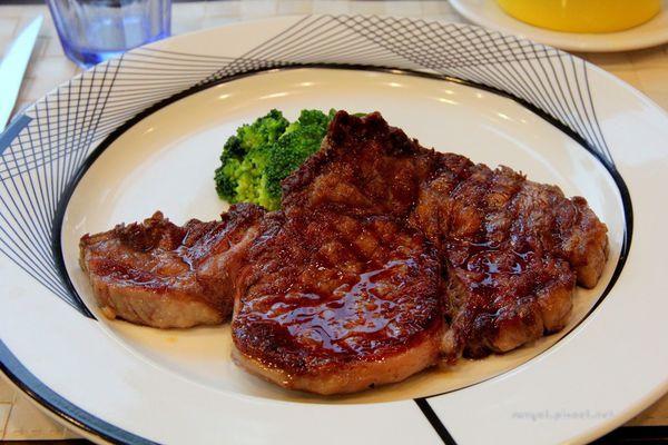 切肉的愉快時光 | 簡師傅牛排館