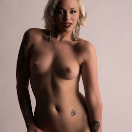 Seduce me tonight by Tom Fensterseifer - Nudes & Boudoir Artistic Nude ( studio, blonde, nude, woman, tattoo,  )