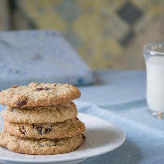 Raisin Cinnamon Oatmeal Cookies