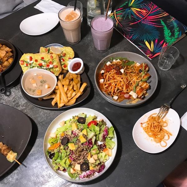 Herban Kitchen & Bar 二本 創意蔬食有機無肉料理 草綠都市 時髦綠意盎然的素食餐廳 忠孝敦化 東區蔬食推薦 東區餐酒館推薦 國際週一無肉日
