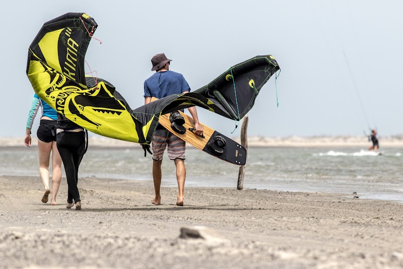 Sri. Lanka Mannar Kiteboarding. Walking the short distance to the launch area
