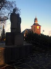 Photo: Pomarkun vanha kirkko ja kaatuneiden muistomerkki