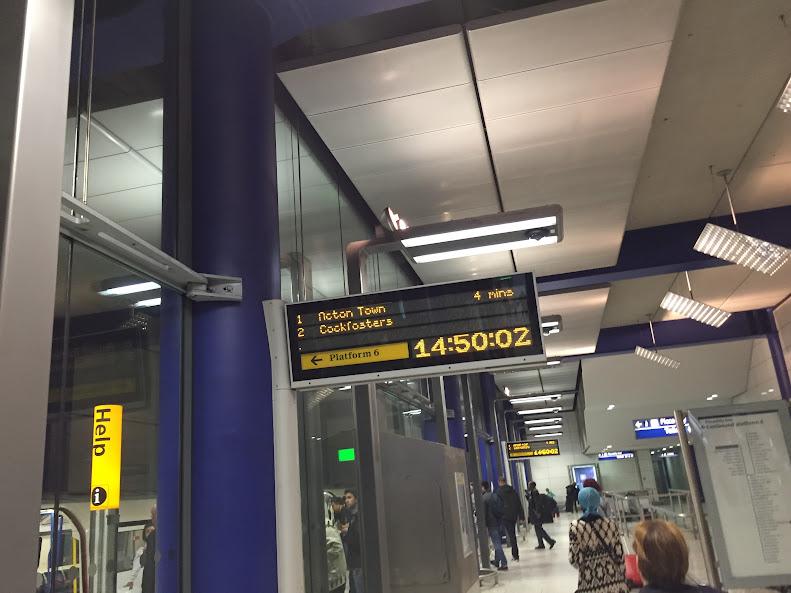 ロンドン・ヒースロー空港 ピカデリー線