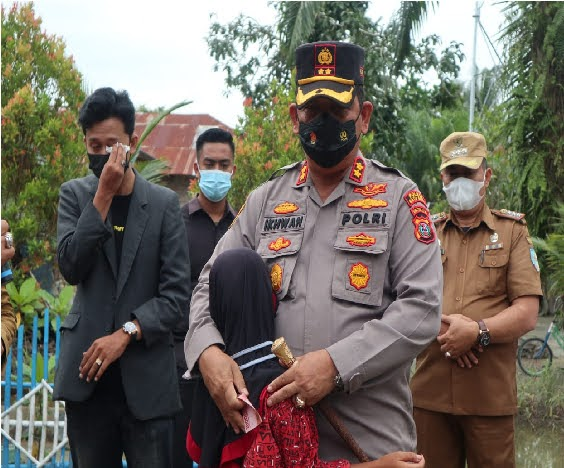 Warga Desa Kapal Merah Menangis Dengan Kedatangan Sang Pejuang Dhuafa