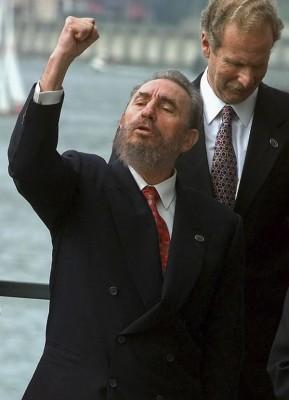 古巴強人卡斯楚逝世,享壽90歲;古巴政府今(26)日宣布,11月26日到12月4日,全國的集會活動和表演暫停,所有公家機關、軍事單位降半旗致哀,卡斯楚的喪禮則將於12月4日舉行。(美聯社)