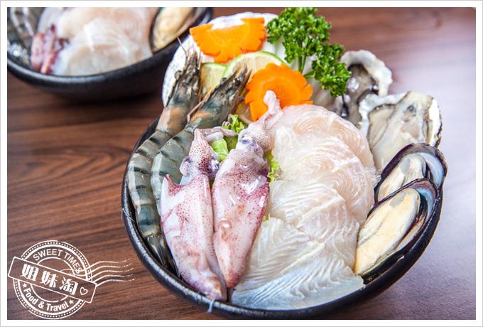 貓頭鷹鍋物海鮮拼盤