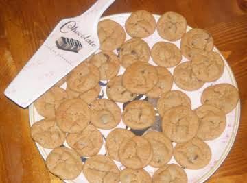 HONEY ROAST PEANUT BUTTER CHOCOLATE CHIP COOKIES