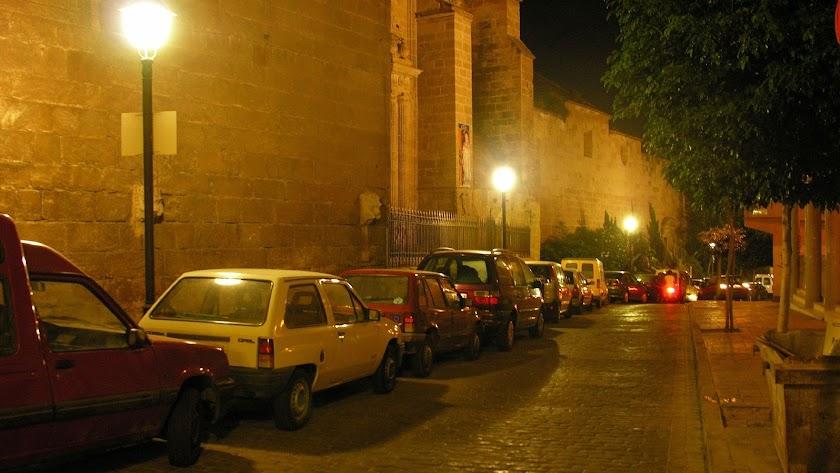 Las calles de la ciudad de madrugada están doblemente vacías estos días, como esta calle Velázquez.