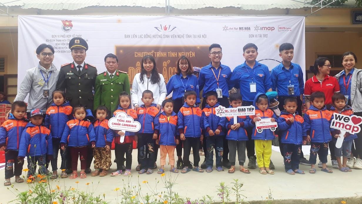 Đoàn Thanh niên Công an tỉnh tổ chức thiện nguyện tại xã nghèo Hữu Khuông.