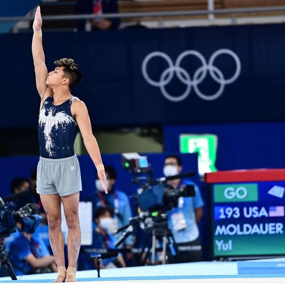 yul moldauer waving