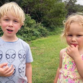 Snacks by Geoffrey Wols - Babies & Children Child Portraits ( children, girl, boy, brother, sister, food,  )