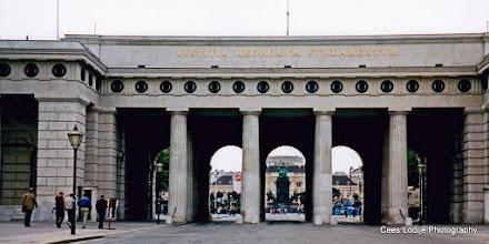Photo: 18 mei. Wenen. Hofburg. Toegangspoorten.