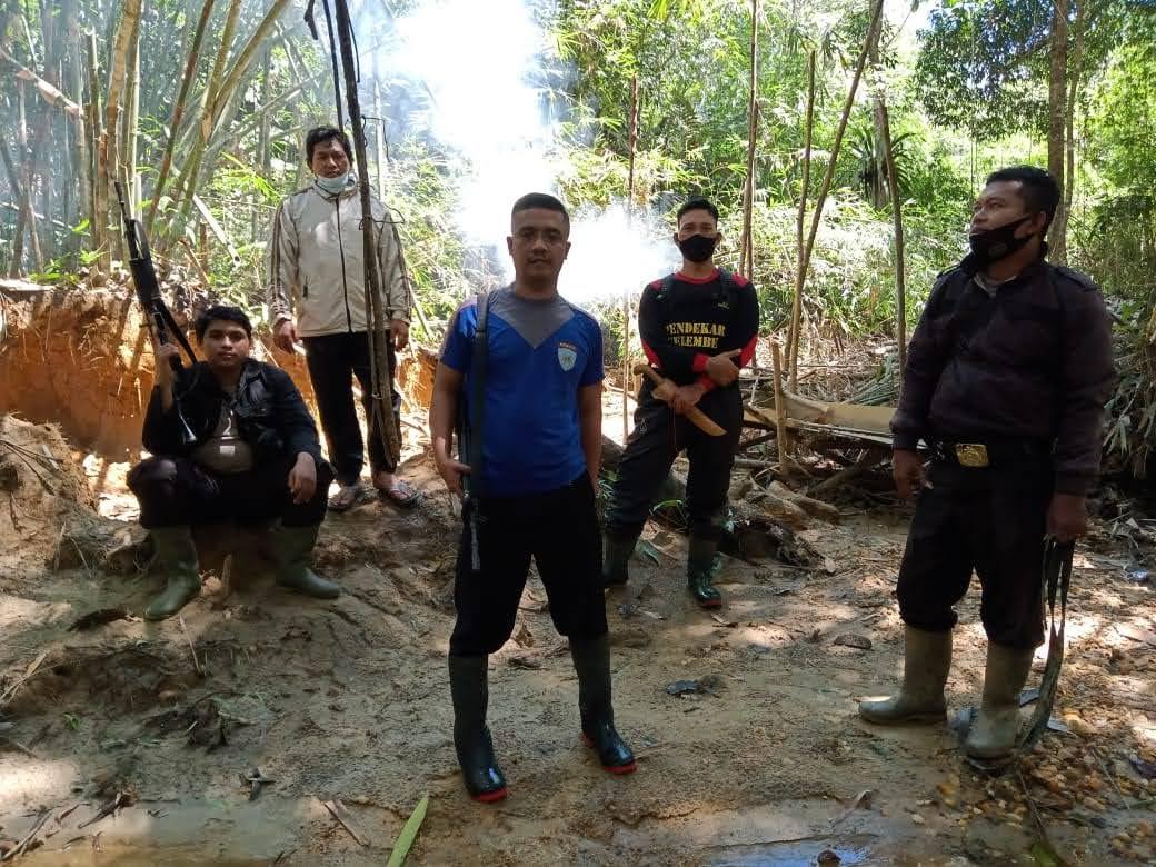 Bapak Kapolres Sekadau Lapor : Kapolsek Sekadau Hulu Melakukan Pengecekan Lokasi Yang Diduga Adanya PETI di Desa Nanga Biaban.