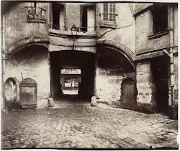 Photo: Cour du Dragon