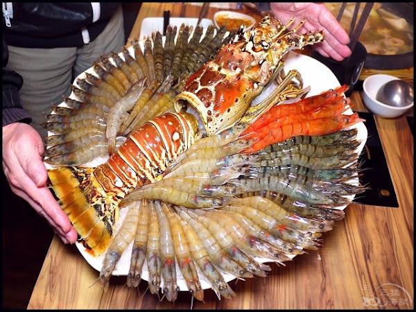 石都府石頭火鍋達人~每日限量3套超大巨無霸龍蝦+金多蝦海陸套餐,然後....老闆很愛送!