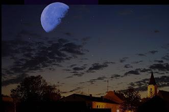 Photo: Mein Fantasie-Bild  1 Der Mond wurde hingefügt, alles andere ist Original !  Mit Pentax SMC-FA 50mm / f1,4 Objektiv (Vollformat-Standard) ISO: 100 Belichtung: 8.0 Sek. Blende: 1.4 Datum und Uhrzeit (Original)2011:10:22 21:03:04