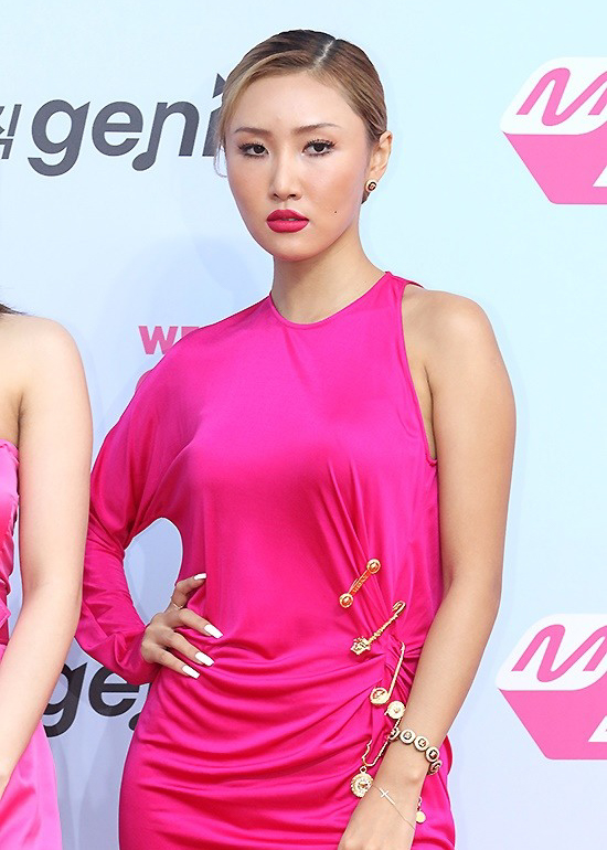 190801_Mamamoo_Hwasa_Fashion_-_2019_MGMA_red_carpet-1