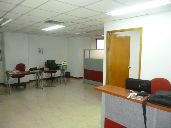 oficina en venta manila 585-2645