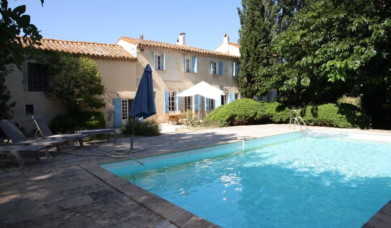 Property Raphèle-lès-Arles