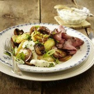 Bratkartoffeln mit Pilzen, Roastbeef und Meerrettich-Remoulade