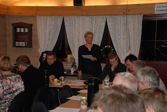 Photo: Leder åpner møtet
