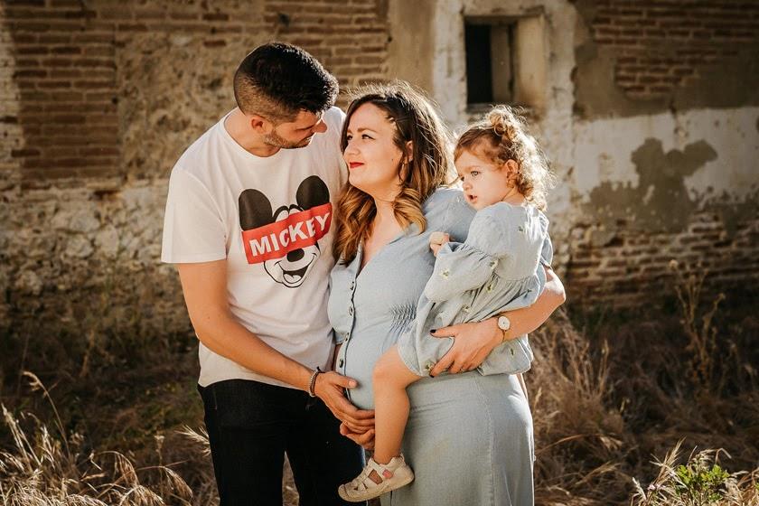 Sesión de fotos de familia en el campo