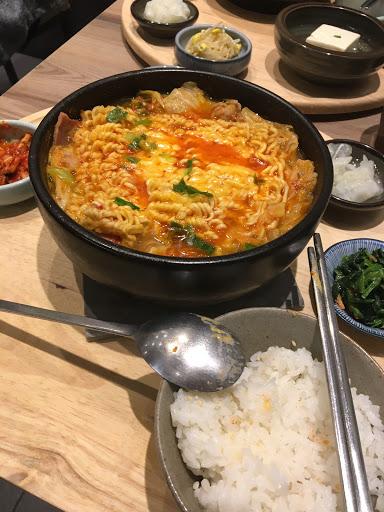 身為韓國料理 泡菜超難吃 我真的不懂食記的排行是不是用錢買的 真心不推 貴又難吃 個人觀點 不信來試試