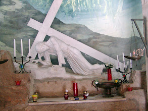 Photo: A Polish chapel commemorating Jesus falling for the first time