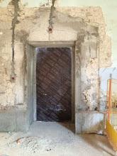Photo: Espace grandes œuvres - Porte vers passerelle atelier