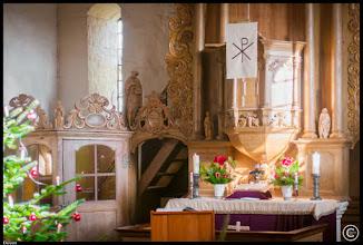 Photo: Barockausstattung in der kleinen Dorfkirche Deven in der Mecklenburger Seenplatte (Feldsteinkirche aus dem 14. Jahrhundert)