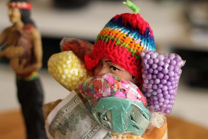 El Ekeko es una de las supersticiones asociadas al Año Nuevo en el Perú