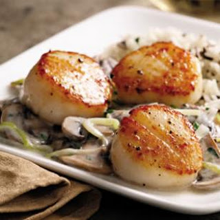 Seared Scallops with Brandied Leeks & Mushrooms Recipe